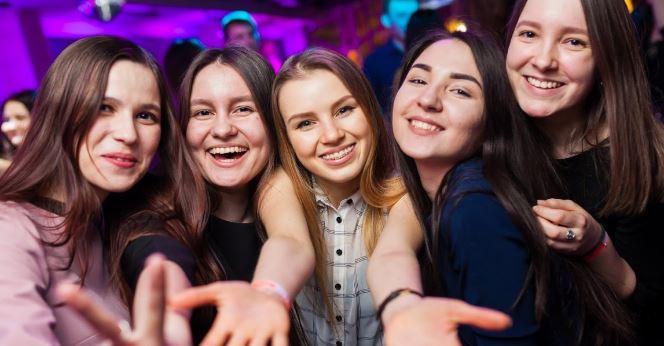 devushki-v-klube